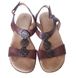 Naturalizer Bower brown leather sandals